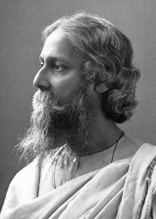 https://upload.wikimedia.org/wikipedia/commons/thumb/9/91/Rabindranath_Tagore_in_1909.jpg/800px-Rabindranath_Tagore_in_1909.jpg